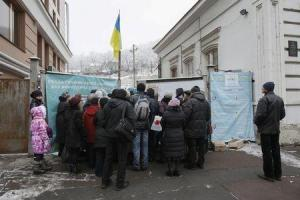 Internally displaced persons from eastern Ukraine queue as they wait for the opening of a volunteer centre in Kiev